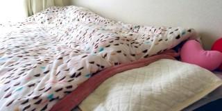 女性のベッド