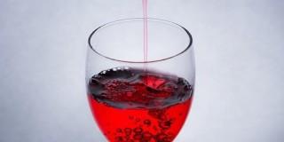 血のようなワインの色