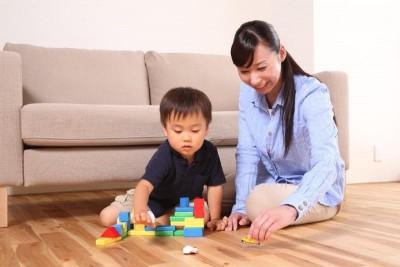 母親と遊び子供